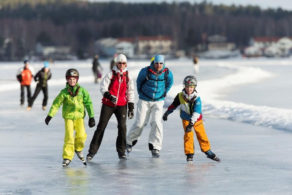 Schaatsen op het Runnmeer in Zweden