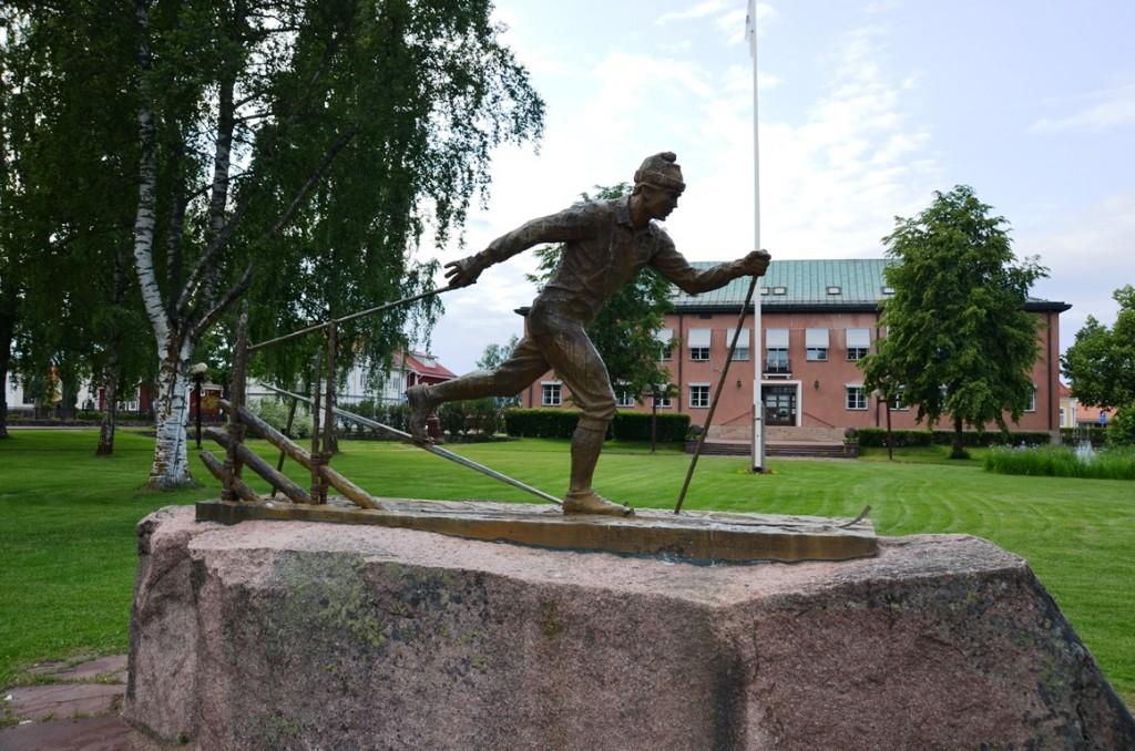 Beeld langlaufer in Mora, Dalarna, Zweden