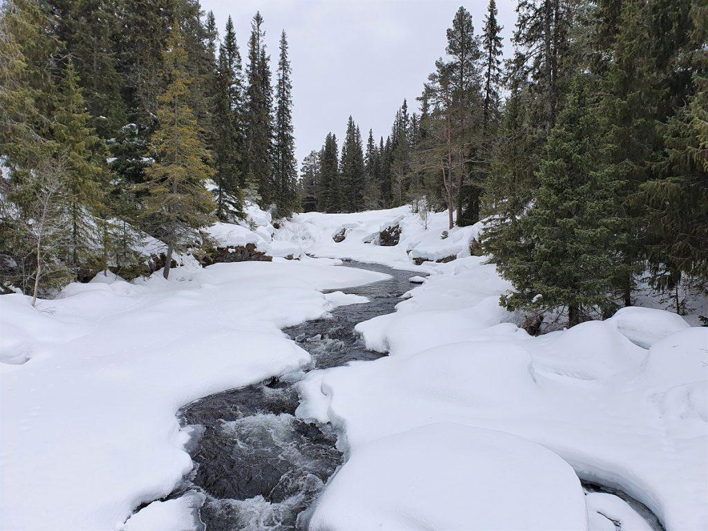 bevroren waterval in dalarna